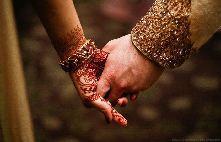 Pictures Of Holding Hands - Romantic Couples - Displaypix