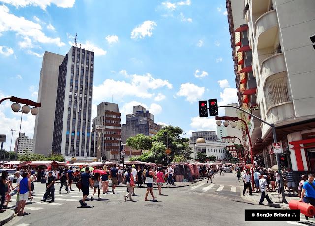 Vista ampla da Praça da Liberdade - São Paulo