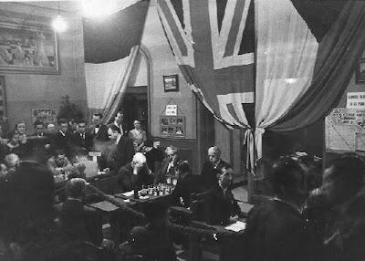 Sala de juego y banderas del Torneo Internacional de Ajedrez Barcelona 1935