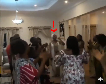Ooni's New Wife Leads Praise & Worship In His Palace (Photos)