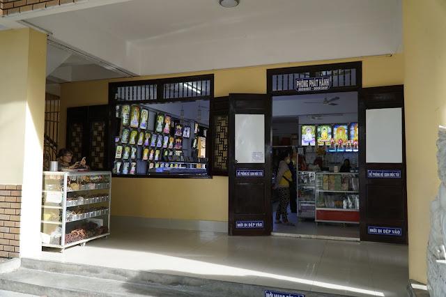 Nơi bán các sản phẩm văn hóa tâm linh của chùa