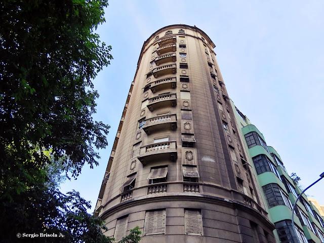 Perspectiva inferior do Edifício São Nicolau - República - São Paulo