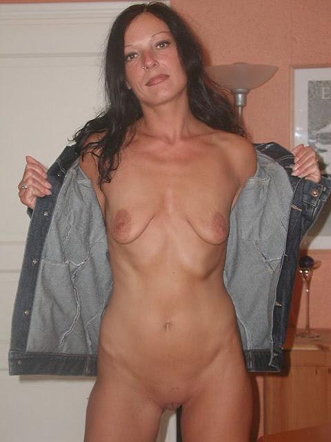 Bild von reifer Frau mit leeren Titten