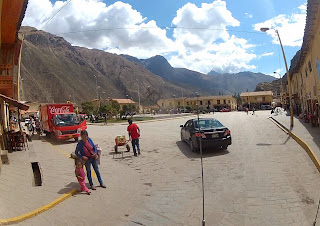 Praça central em Ollantaytambo / Peru.