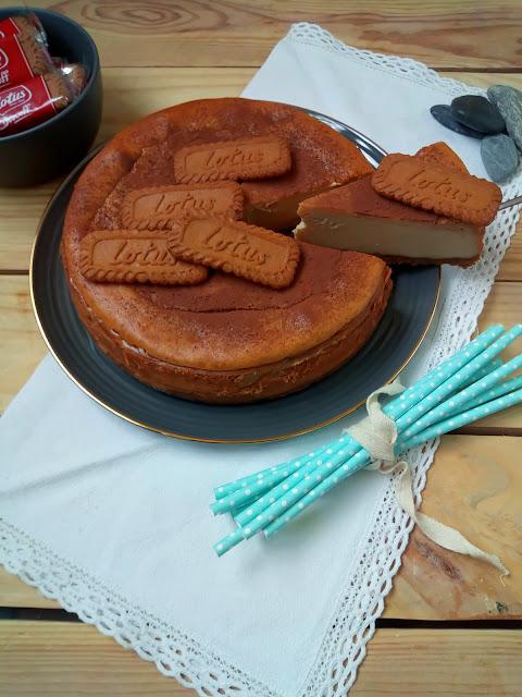 Lotus cheesecake. Deliciosa tarta de queso horneada con crema de galeltas Lotus.