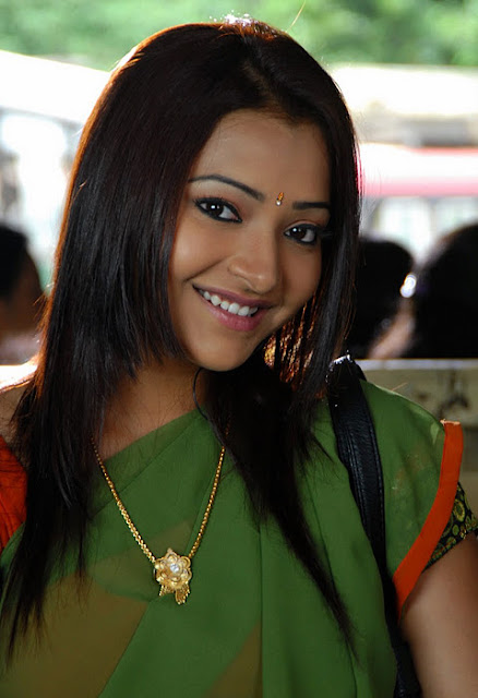 swetha basu smiling photos