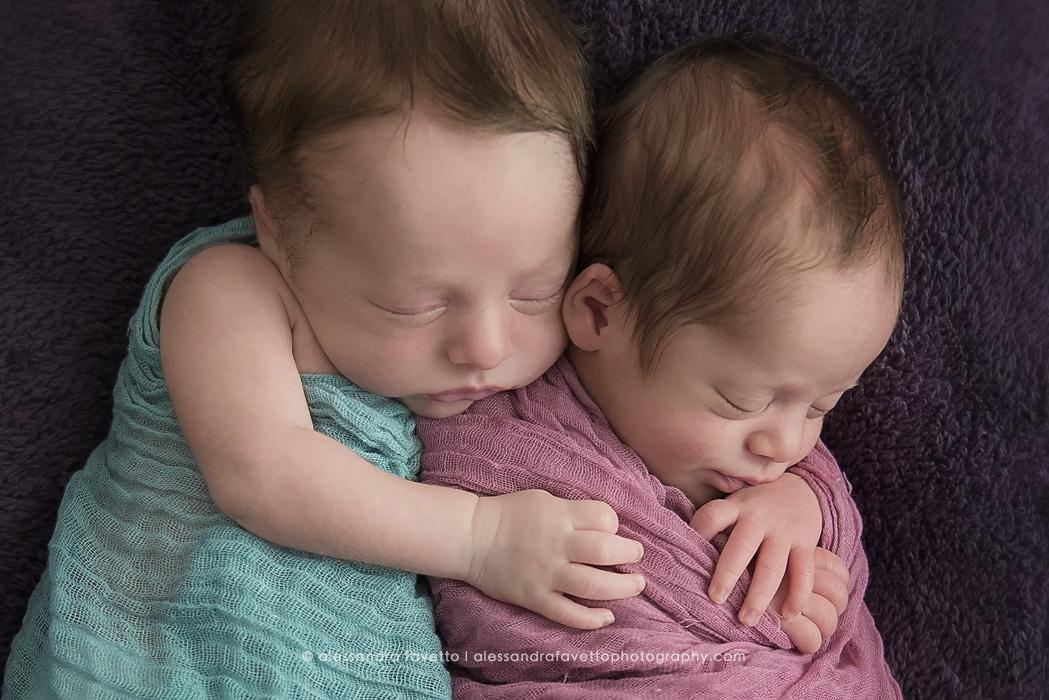 Fotografía de mellizos recién nacidos en Sevilla