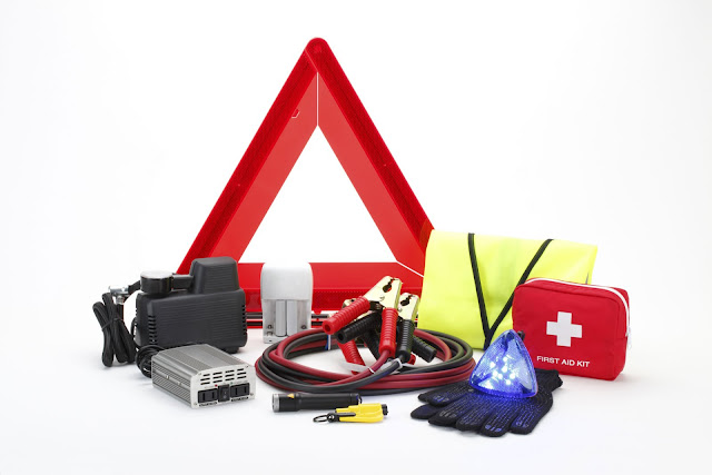 The 20 Items to Have in Your Car Emergency Kit