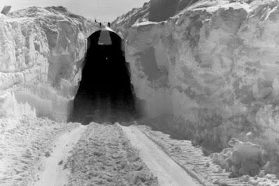 Αυτή είναι η μυστική πυρηνική βάση που αποκαλύπτεται με το λιώσιμο των πάγων στη Γροιλανδία (φωτό)
