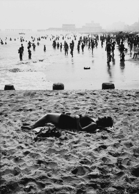 http://undr.tumblr.com/post/163577691922/ray-metzker-from-sand-creatures-1971