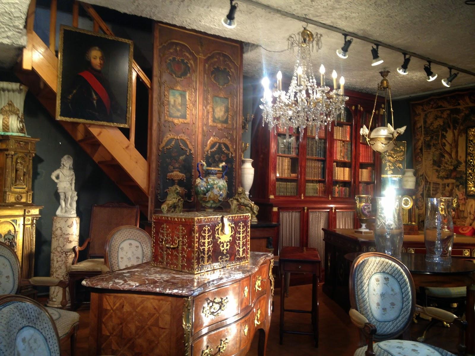 say oui to paris discover walks le march aux puces de. Black Bedroom Furniture Sets. Home Design Ideas