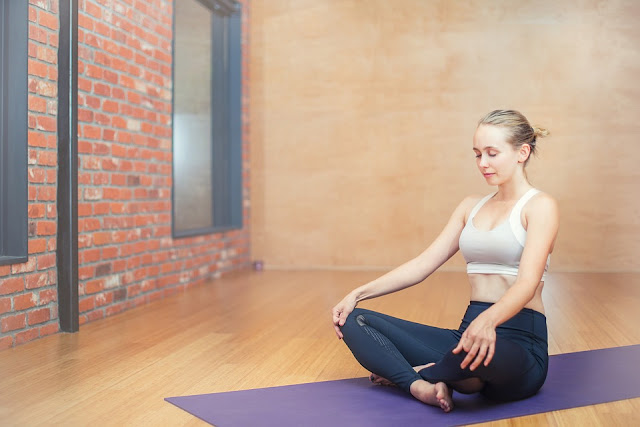 5 Gerakan Yoga Efektif Mengatasi Stres