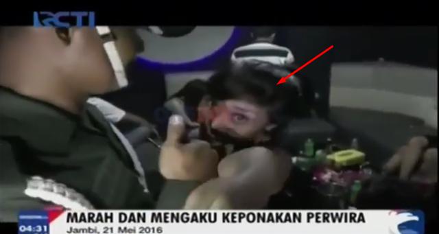 Video : Mengaku Keponakan Perwira, Wanita Ini Maki dan Mengusir Petugas yang Merazianya
