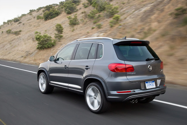 Rear 3/4 view of 2016 Volkswagen Tiguan S