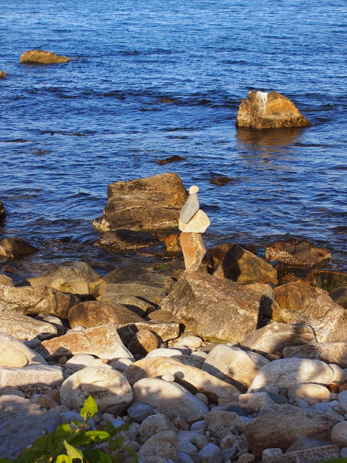 rock statues in Narragansett