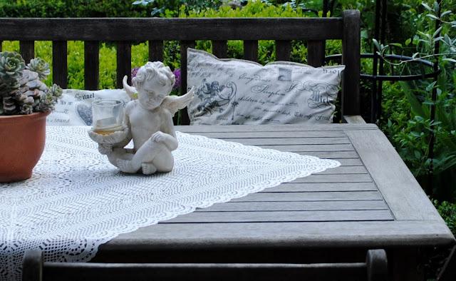 Tischdecke und Kissen für Draußen