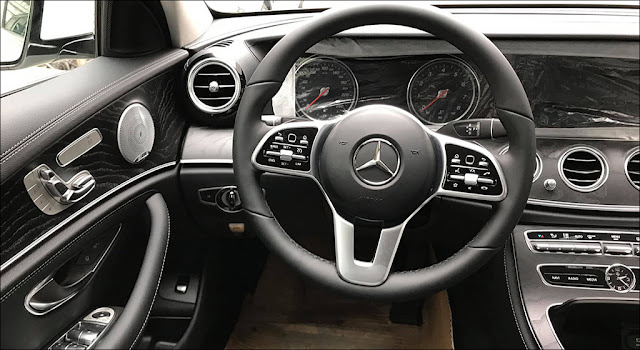 Mercedes E250 2019 có cụm vô lăng kiểu mới cao cấp hơn