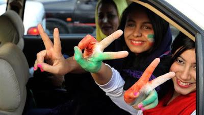 Nonton Bola di Stadion, Wanita Iran Menyamar Jadi Pria