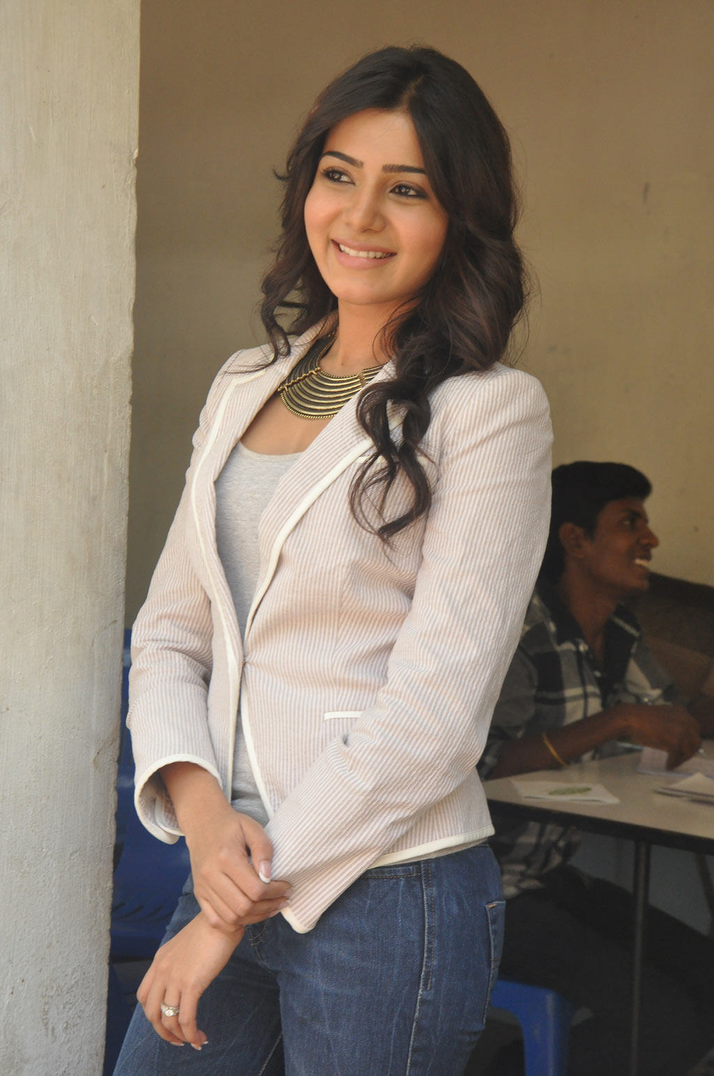Tollywood Chubby Actress Samantha Stills In White Shirt Blue Jeans