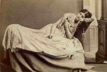 foto bersama mayat seorang gadis cantik