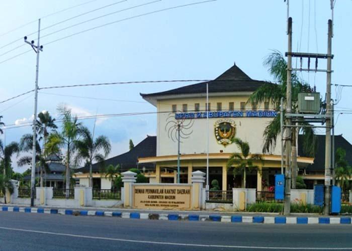 Tempat Wisata Taman Demokrasi Caruban Madiun Jawa Timur