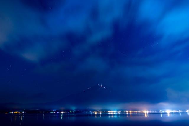 雲の流れと夏富士・夜景~長池親水公園