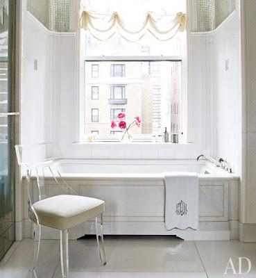David Kleinberg design in Manhatta bathroom via belle vivir blog