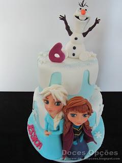 O Olaf, a Anna e a Elsa no aniversário Frozen da Jessica