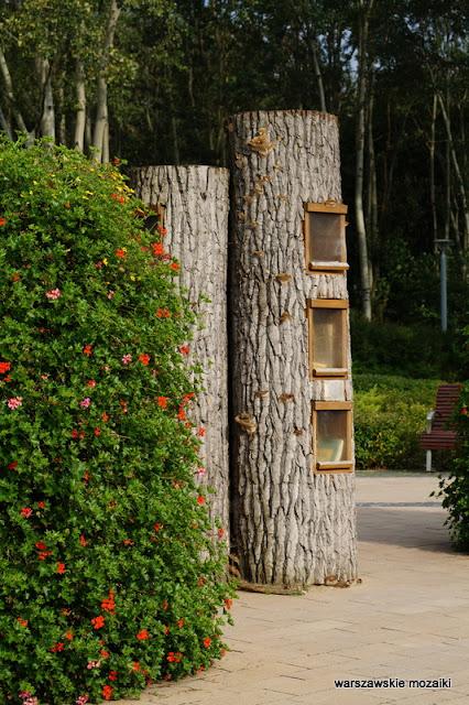 biblioteka plenerowa Ursynów teren zielony parki warszawskie rzeźba Warszawa Warsaw
