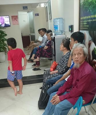 Công tác khám chữa bệnh tại Trung tâm Nghiên cứu và Ứng dụng Thuốc dân tộc
