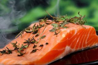 salmon, makanan yang baik untuk ibu hamil agar bayi sehat dan cerdas