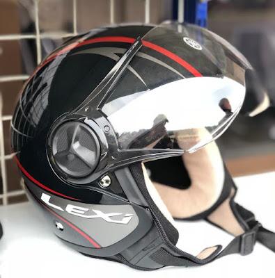 Helm bawaan Yamaha Lexi