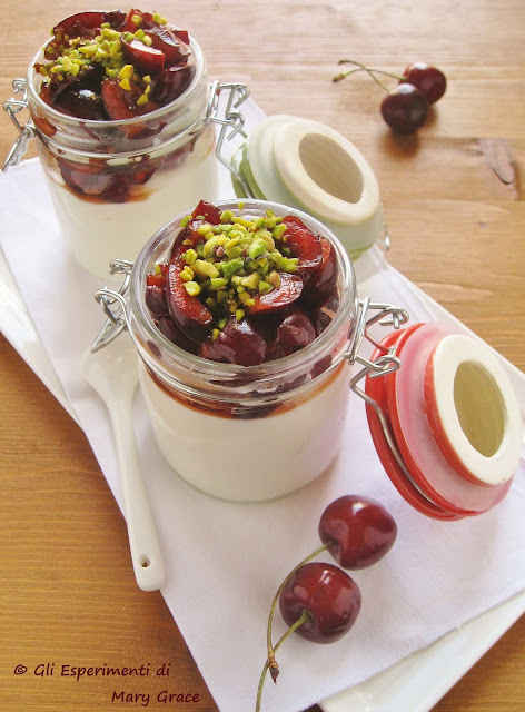 Mousse allo Yogurt e Ciliegie
