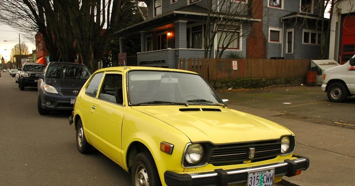 OLD PARKED CARS.: 1979 Honda Civic.
