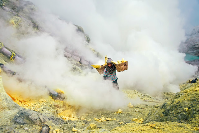 Ijen Bromo Tour 3D2N, Ijen Bromo Package,  Best Holidays come to east java visit different location tourism, Ijen crater and Mount Bromo, which ijen crater has uniqueness blue fire and panorama of the lake and mount bromo has beautiful of the sunrise with the 3D2N, ijen bromo package tours can from surabaya, ijen bromo from bali, ijen bromo, bromo trip, travel to bromo.