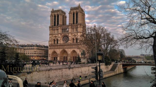 catedral notre Dame vista desde el Sena