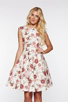 Rochie PrettyGirl rosa eleganta in clos din bumbac cu imprimeu floral