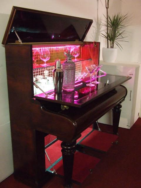 cocktail bar pianos