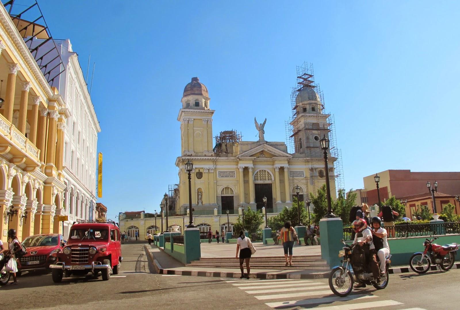 Desencantos em Santiago de Cuba: carros quase nos atropelavam todo o tempo