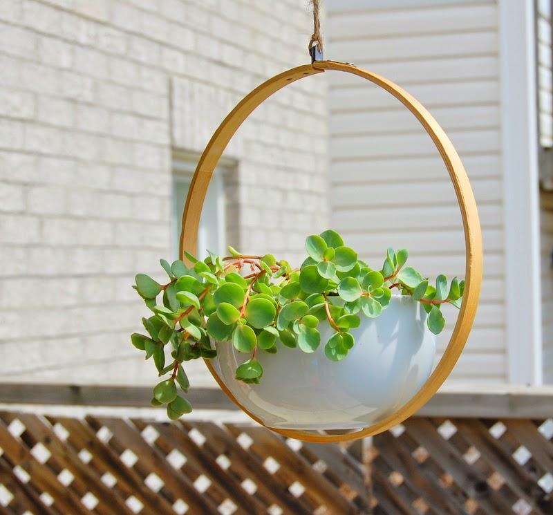Suporte de plantas feito com bastidor - DIY