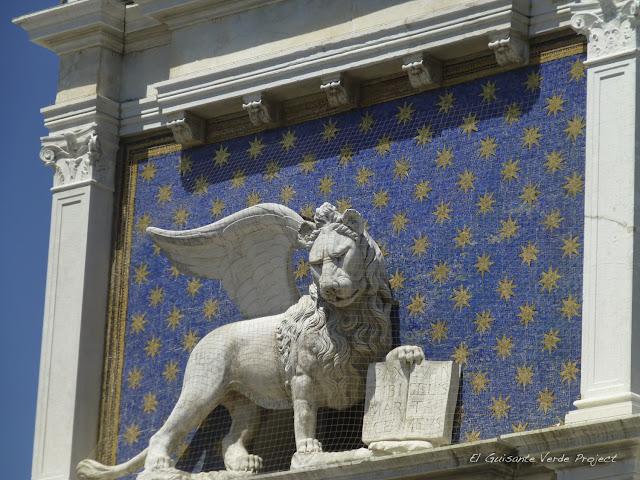 León de la Torre del Reloj, por El Guisante Verde Project