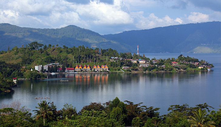 Toba Lake natural attractions