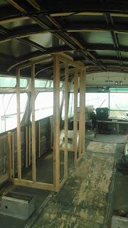Una casa rodante a partir de la chatarra de un bus del desguace