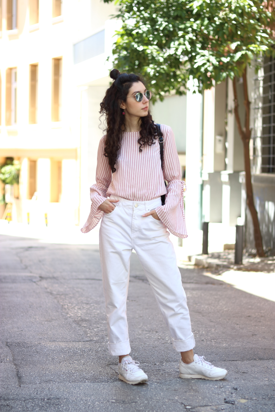 Pink Flared Sleeves Blouse - White BDG Jeans - White Trainers - Ray Ban Metal Rounds- www.theblushfulhippocrene.blogspot.com
