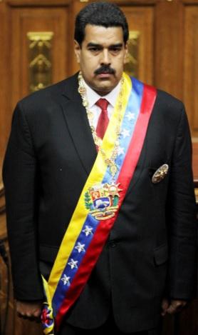 Nicolás Maduro serio con la banda presidencial de Venezuela