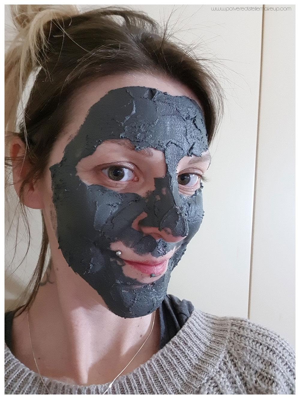 applicazione Black Luster Mask Milky Dress
