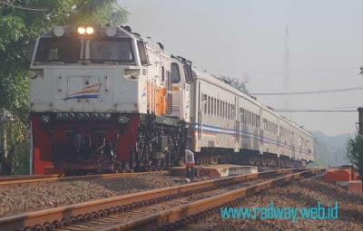Gambar Kereta Api Mutiara Selatan Bisnis