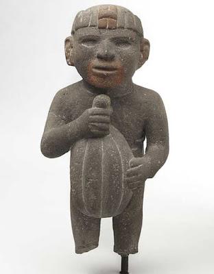 Statua Maya con Frutto del Cacao
