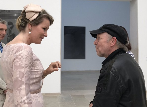 Queen Mathilde visit Belgium pavilion and Viva Arte Viva exhibition. Queen wore pink lace dress pearl earrings and Gianvito Rossi pumps