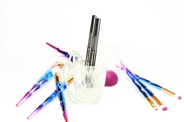 Yves Rocher vertyge feutre liner 05 bleu paradis, 06 bleu celadon отзыв свотчи макияж, стойкая подводка